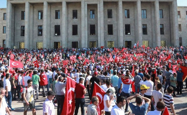 Turkey Foils Bloody Coup Attempt, Closes In On Renegade Forces