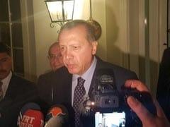 तुर्की में सैन्य तख्तापलट की कोशिश के बीच राष्ट्रपति एर्दोग़ान सामने आए, कहा 'मैं कहीं नहीं जा रहा'
