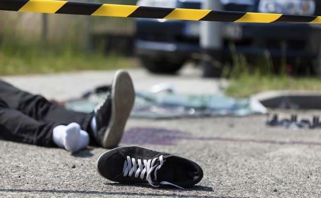 पालघर : सड़क डिवाइडर से टकराकर पलटी कार, हादसे में तीन की मौत