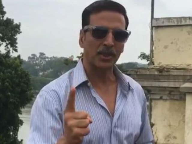 Akshay Kumar Returns Favour. Cheers for Sonakshi Sinha's Akira on Twitter