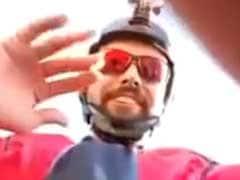 फेसबुक पर अपनी लाइव कलाबाज़ी दिखाने के दौरान पायलट की मौत