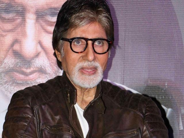 Shoojit Sircar Repays Amitabh Bachchan For Shoebite With Pink, Piku