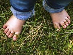 इन फायदों के बारे में जानकर बच्चों को चप्पल-जूते पहनाना छोड़ देंगे आप...