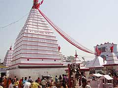 इन मंदिरों में होती है दीवानी और फौजदारी मुकदमों की सुनवाई, एक-दूसरे को पूजे बिना पूजा अधूरी