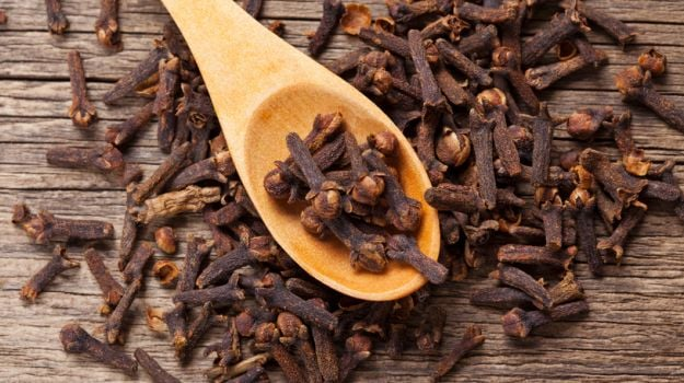 World Sleep Day 2019: These Desi Clove (Laung) Home Remedies May Help You Sleep Better