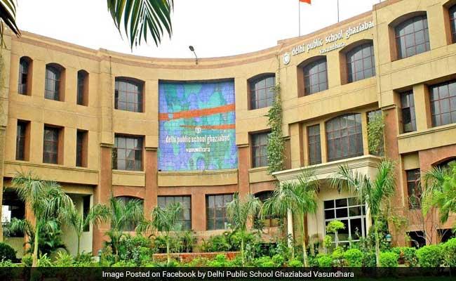 Javna šola v Delhiju izteče študenta, ko oče preseli sodišče-2158