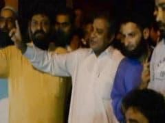 जम्मू-कश्मीर : भीड़ ने नेकां नेता को राजनीति छोड़ने की घोषणा करने के लिए बाध्य किया