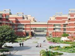 दिल्ली : इंद्रप्रस्थ विश्वविद्यालय के छात्रों ने जामिया में हुई पुलिस कार्रवाई के खिलाफ प्रदर्शन किया