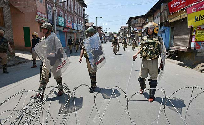2 Special Police Officers Resign After Mob Attacks Their Houses In Kashmir