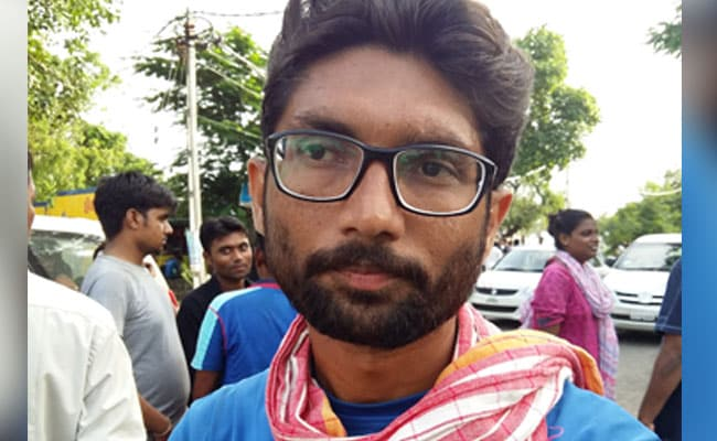 गुजरात चुनाव प्रचार के दौरान दलित नेता जिग्नेश मेवाणी पर हमला, BJP पर लगाया आरोप