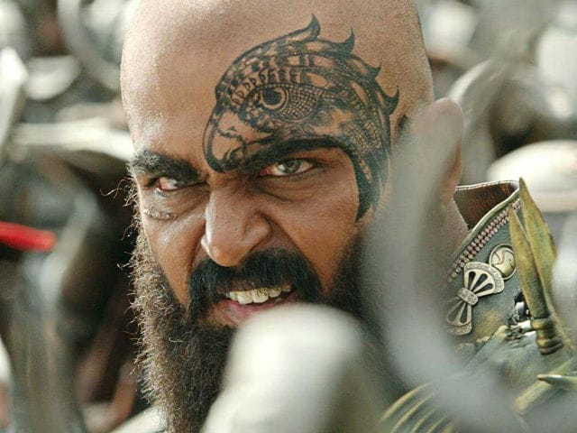 Karthi Looks Scary, Impressive in First Look of Kaashmora