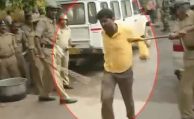 कर्नाटक : एसएचओ सहित छह पुलिसकर्मी निलंबित, ग्रामीणों को घेरकर मारने का मामला