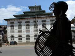 कश्मीर में कई स्थानों पर फिर से हुई झड़प में तीन की मौत, 150 घायल