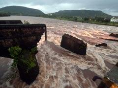महाड़ पुल हादसा : नदी में तलाशी अभियान जारी, कुल 24 शव मिले
