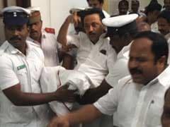 तमिलनाडु : विधानसभा से खींचकर निकाले गए स्टालिन, DMK के सभी 89 विधायक हफ्ते भर के लिए सस्पेंड
