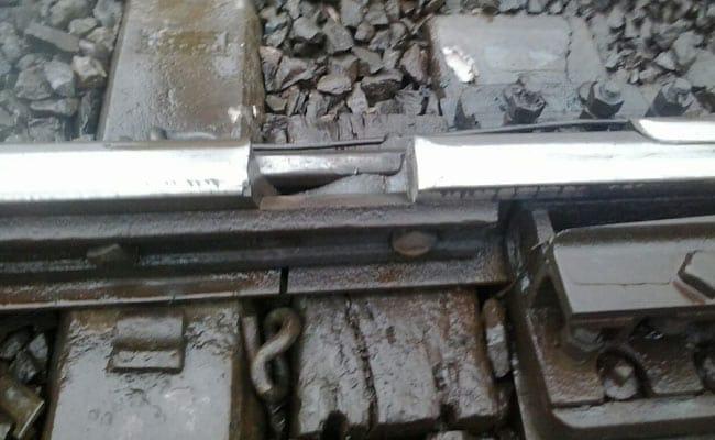मुंबई : मध्य रेलवे की पटरी कटी हुई मिली, साजिश की आशंका, रेलवे प्रशासन ने चुप्पी साधी