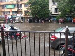 मुंबई में भारी बारिश का अलर्ट, सभी स्कूलों को किया गया बंद, कई ट्रेनें भी हुईं लेट