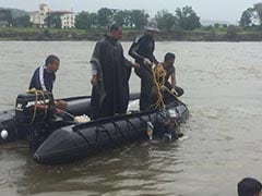 Challenged By Crocs, Navy Divers Find Bus Wreckage After Mahad Bridge Collapse