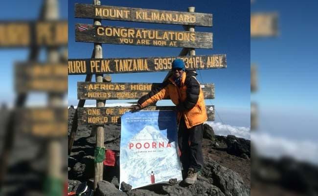 पूर्णा ने 19 हजार फुट की ऊंचाई पर जारी किया अपनी बायोपिक फिल्म का पोस्टर