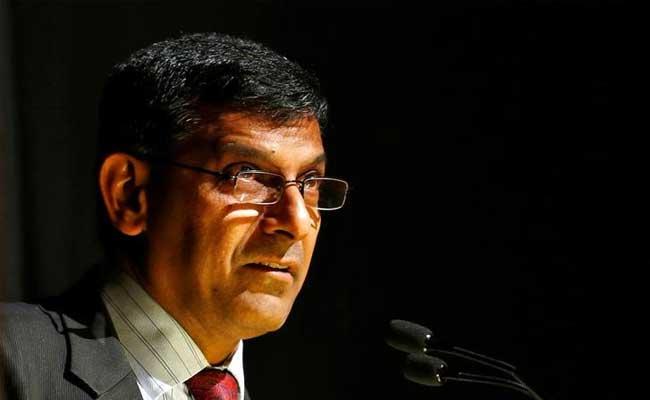 महंगाई कम होने पर ही ब्याज दरों में कटौती संभव: रघुराम राजन