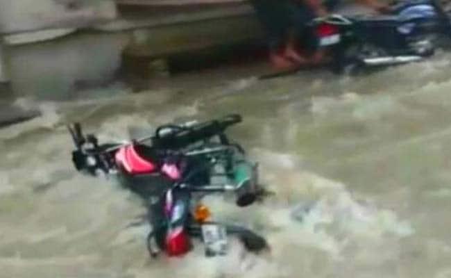 भारी बारिश से राजस्थान के कई इलाकों में बाढ़ जैसे हालात, देखिए तस्वीरें