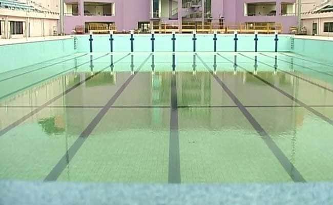 स्विमिंग पूल में मौत से लड़ रही थी महिला, फेसबुक की मदद से बची जान