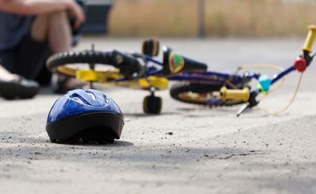 बेकाबू वाहन की चपेट में से परिवार के तीन सदस्यों की मौत