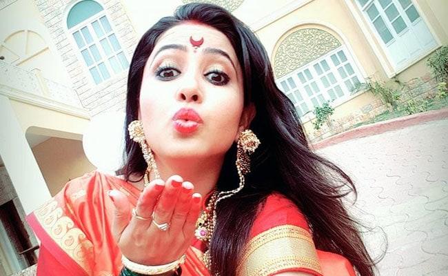 मुस्लिम होने के बावजूद अभिनेत्री सना शेख़ ने लगाया सिंदूर, उठा विवाद, फेसबुक पर दिया जवाब