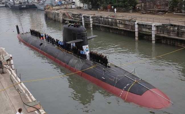 नौसेना को पहली स्कॉर्पीन पनडुब्बी सौंपी गई