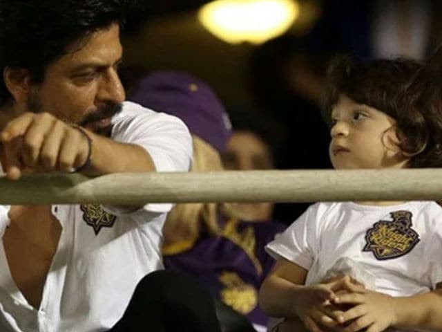 Remember This Pic of SRK and AbRam? Gauri Posted a New Version