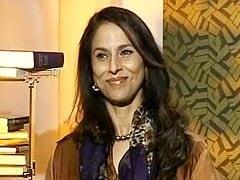 शोभा डे ने सुषमा स्वराज को दी 'सलाह' जिस पर ट्विटर ने कहा 'ट्वीट ऐसा करो जो शोभा दे!'