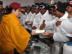 For Siachen Soldiers, Smriti Irani Carries Mother-Approved <i>Mithai</i>