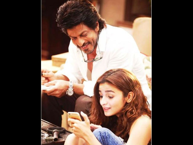 Alia Bhatt Explains Just How Important Shah Rukh Khan is in Dear Zindagi