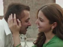 Why Doesn't Bollywood Kiss Even After '3 Hours of Romance?' Good Question