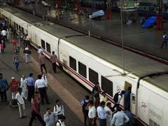 तकनीकी गड़बड़ी के कारण 17 मिनट देरी से मुंबई पहुंची सेमी-हाईस्पीड टैल्गो ट्रेन