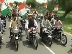तिरंगा यात्रा में ट्रैफिक नियमों की धज्जियां उड़ाते दिखे केंद्रीय मंत्री राज्यवर्धन सिंह राठौड़ और पीयूष गोयल