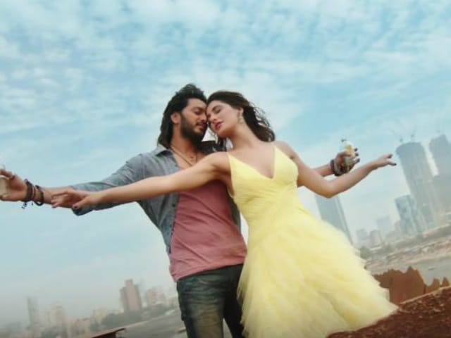 Nargis Made Love-Struck Riteish's Heart go Udan Choo in New Banjo Song