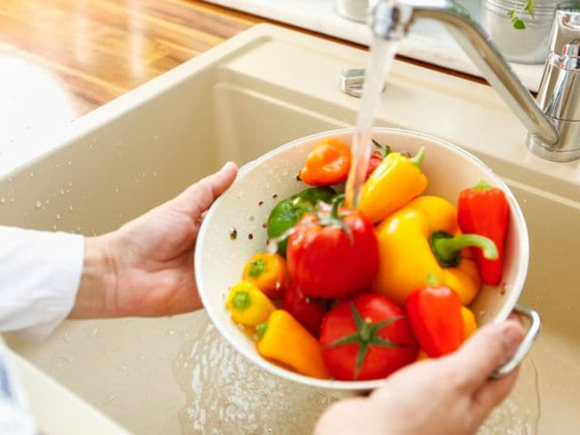 These Are The Symptoms Of Food Poisioning, Wash Your Veggies Properly In Hindi