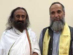 श्री श्री रविशंकर से बेंगलुरु में मिलने के बाद बुरहान वानी के पिता ने कहा- इलाज के लिए गया था आश्रम