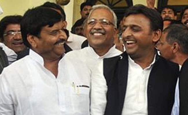 Akhilesh Yadav Shares Dais With Uncle Shivpal On Holi At Saifai
