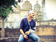Akshay Kumar Tweets a Pic From <i>Jolly LLB 2</i> Sets And Fans Are Worried
