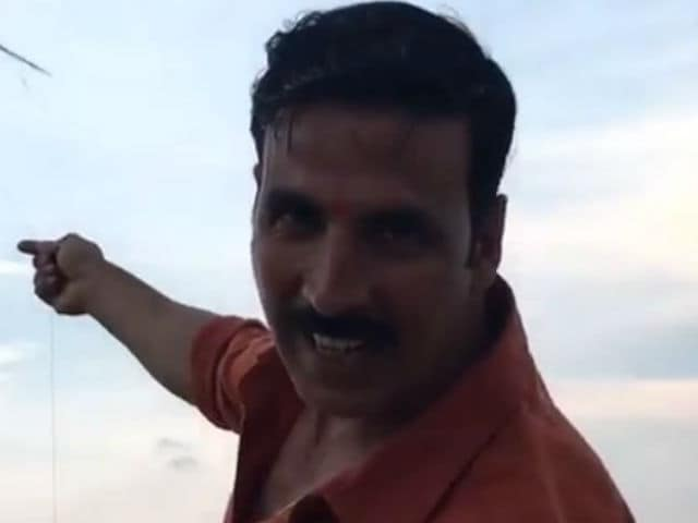 What Akshay Kumar Did in Varanasi While Jolly LLB 2 Shoot Took a Break