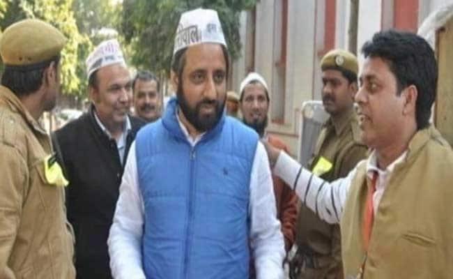 'आप' के विधायक अमानतुल्ला खान ने कांग्रेस कार्यकर्ताओं पर लगाया गोलीबारी का आरोप
