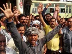 18 Lakh UP Government Employees Join Bharat Bandh