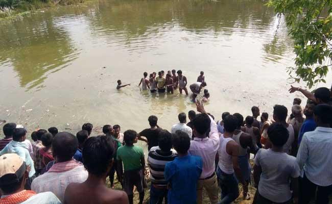 मध्यप्रदेश : विदिशा में मिनी बस जलाशय में गिरी, दस मरे, 17 घायल