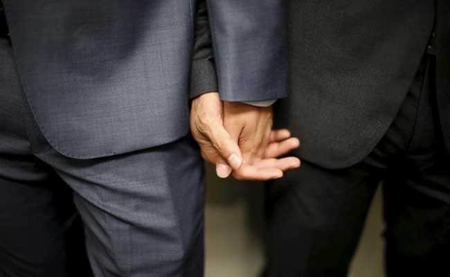 पुरुषों पर लिखे गीत के कारण ब्रिटिश निर्देशक ने सेक्सपीयर को समलैंगिक बताया