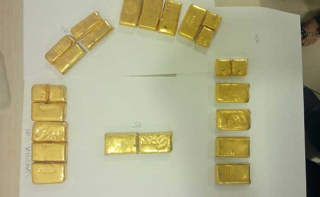 एयर इंडिया के विमान में सीट के नीचे लावारिस पड़े मिले एक किलोग्राम सोने के बिस्किट