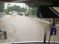 गुरुग्राम का भारी बारिश से बुरा हाल : सड़क पर बोट लेकर निकले लोग, अंडरपास जलमग्न