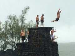 Hawaii Tourists Salvage Vacations During Hurricane Threats