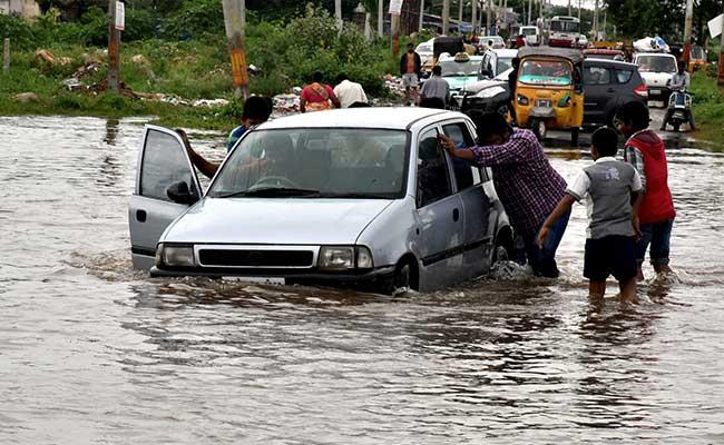 आंध्रप्रदेश और तेलंगाना में बारिश से 17 मरे, मुंबई में भी भारी बारिश, आर्मी बुलाई गई
